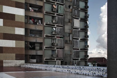 Guy Tillim - Apartment Building, Beira, Mozambique 2007